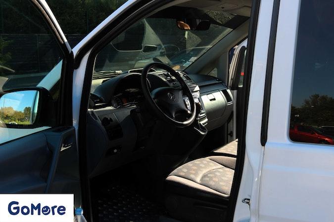 Location économique de voiture de Mercedes Vito avec Lecteur de DVD proche de 75017 Paris.