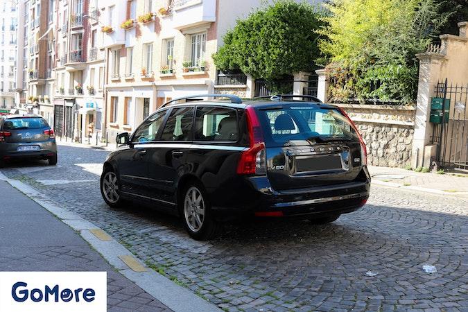 Location économique de voiture de Volvo V50 avec Lecteur de CD proche de 75020 Paris.