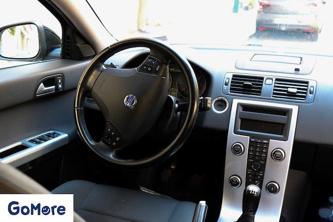 Location économique de voiture de Volvo V50 avec Climatisation proche de 75020 Paris.