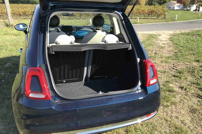 Location économique de voiture de Fiat 500 avec Bluetooth proche de 33130 Bègles.