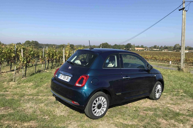 Location économique de voiture de Fiat 500 avec Fixation Isofix proche de 33130 Bègles.