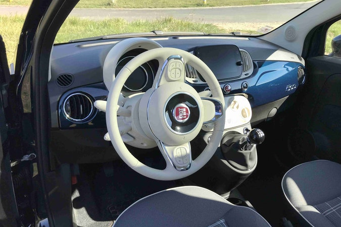 Location économique de voiture de Fiat 500 avec Siège enfant proche de 33130 Bègles.