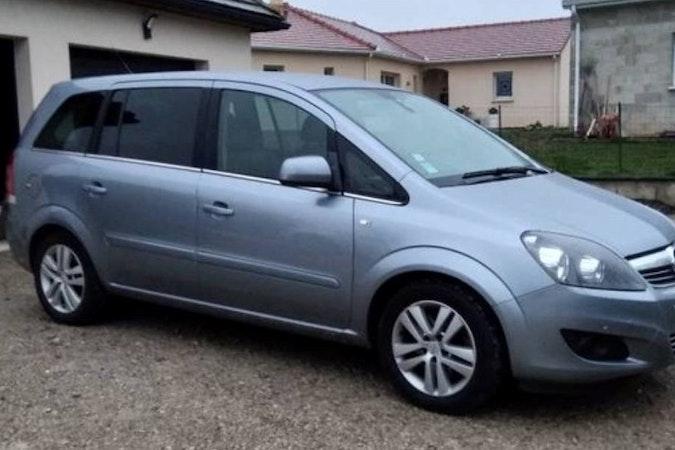 Location économique de voiture de Opel Zafira avec Siège enfant proche de 31300 Toulouse.