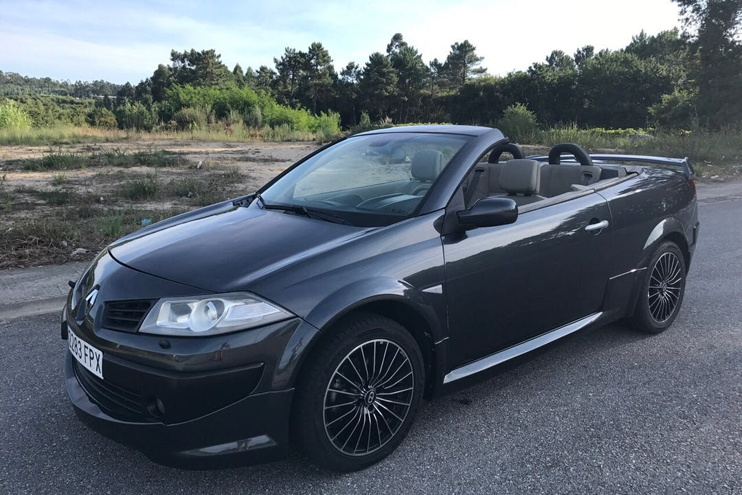 Alquiler barato de Renault Megane Cc Extreme 2.0t con equipamiento Fijaciones Isofix cerca de 36960 Sanxenxo.