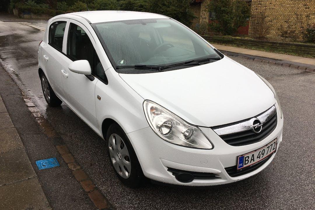 Billig billeje af Opel Corsa D 1.0 med Isofix beslag nær 3500 Værløse.