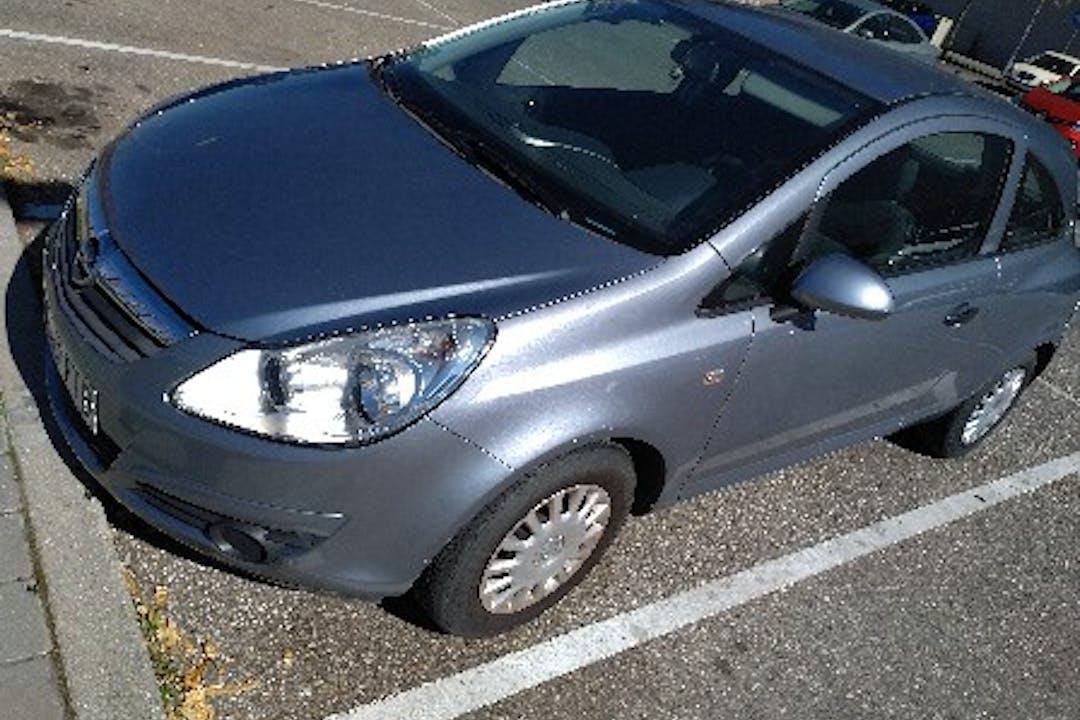 Alquiler barato de Opel Corsa 1.0 12V Essentia con equipamiento Fijaciones Isofix cerca de 28042 Madrid.