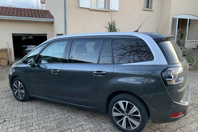 Location économique de voiture de Citroen C4 Grand Picasso avec Entrée AUX/MP3 proche de 69100 Villeurbanne.