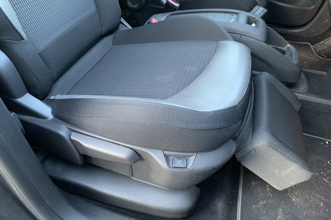 Location économique de voiture de Citroen C4 Grand Picasso avec Lecteur de CD proche de 69100 Villeurbanne.