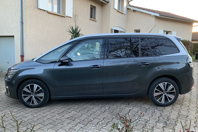 Location économique de voiture de Citroen C4 Grand Picasso avec Fixation Isofix proche de 69100 Villeurbanne.