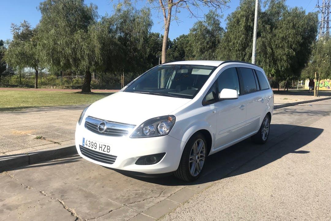 Alquiler barato de Opel Zafira cerca de 41013 Sevilla.