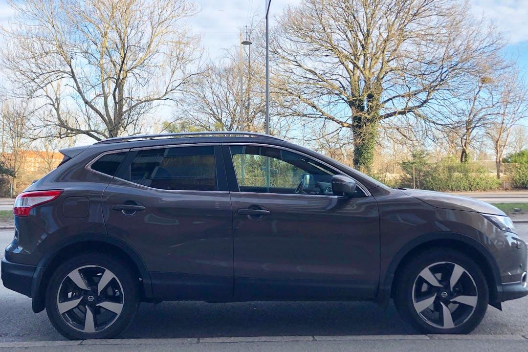 Billig billeje af Nissan Qashqai N-vision med GPS nær 2300 København.