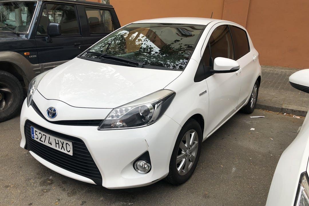 Alquiler barato de Toyota Yaris Advance 1.5 Vvt-I Hybrid cerca de 08348 Cabrils.