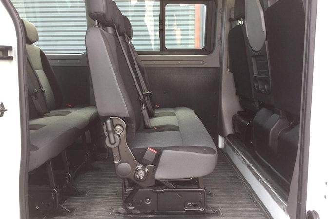Billig biluthyrning av Nissan NV400 i närheten av 272 95 .