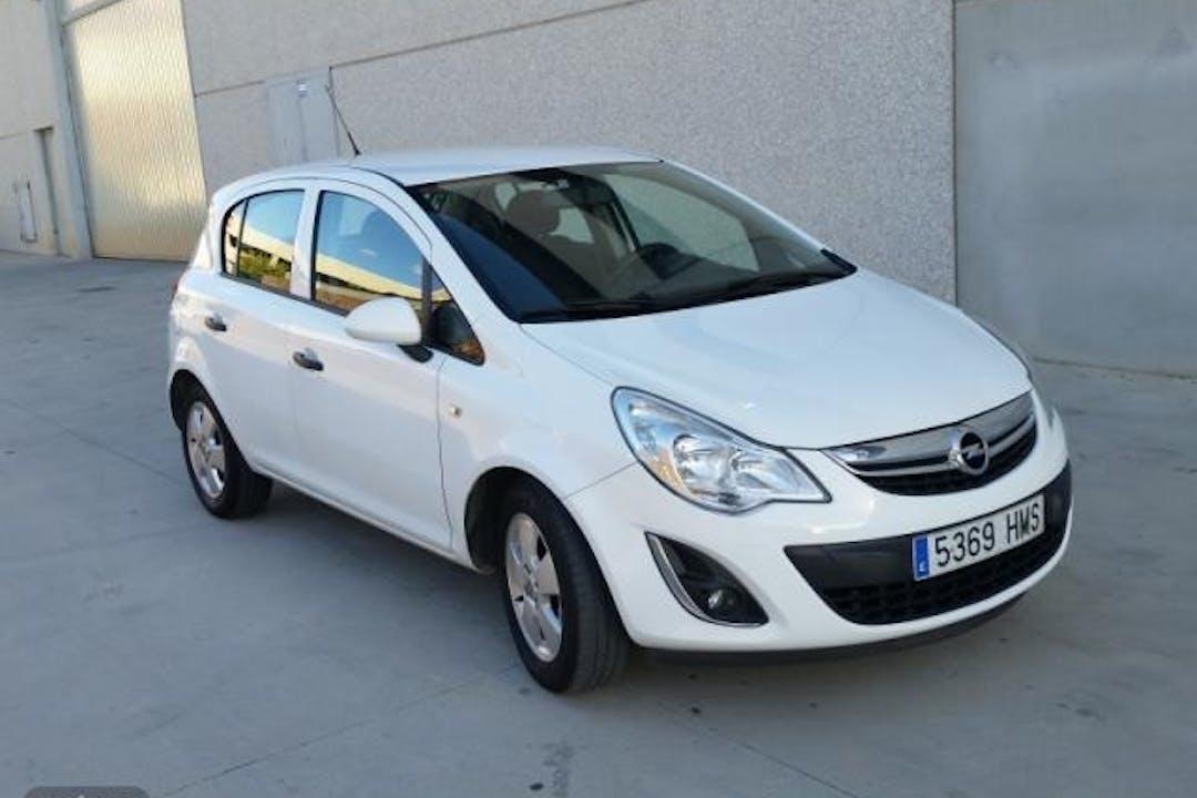 Alquiler barato de Opel Corsa cerca de 10001 Cáceres.