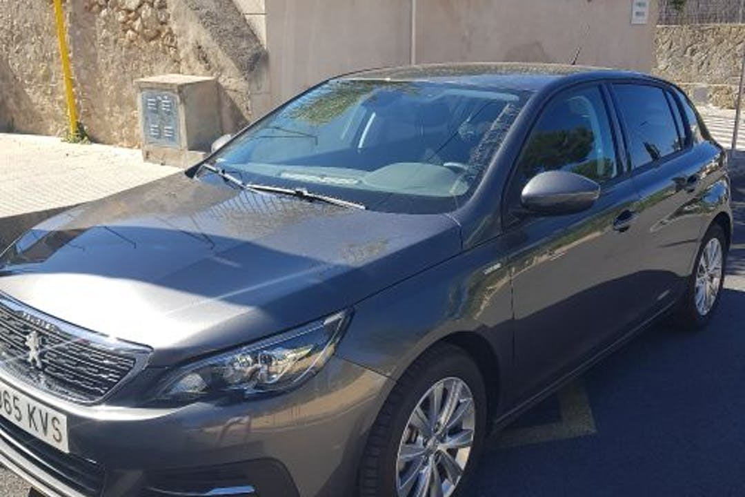 Alquiler barato de Peugeot 308 Style 1.2 130 Puretech con equipamiento GPS cerca de 07011 Sa Vileta-Son Rapinya.