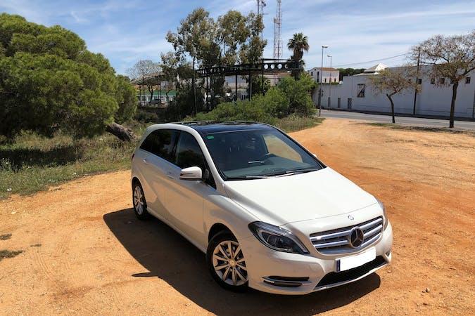 Alquiler barato de Mercedes B (246/242) 180 Cdi 7g-Dct con equipamiento GPS cerca de 21003 Huelva.