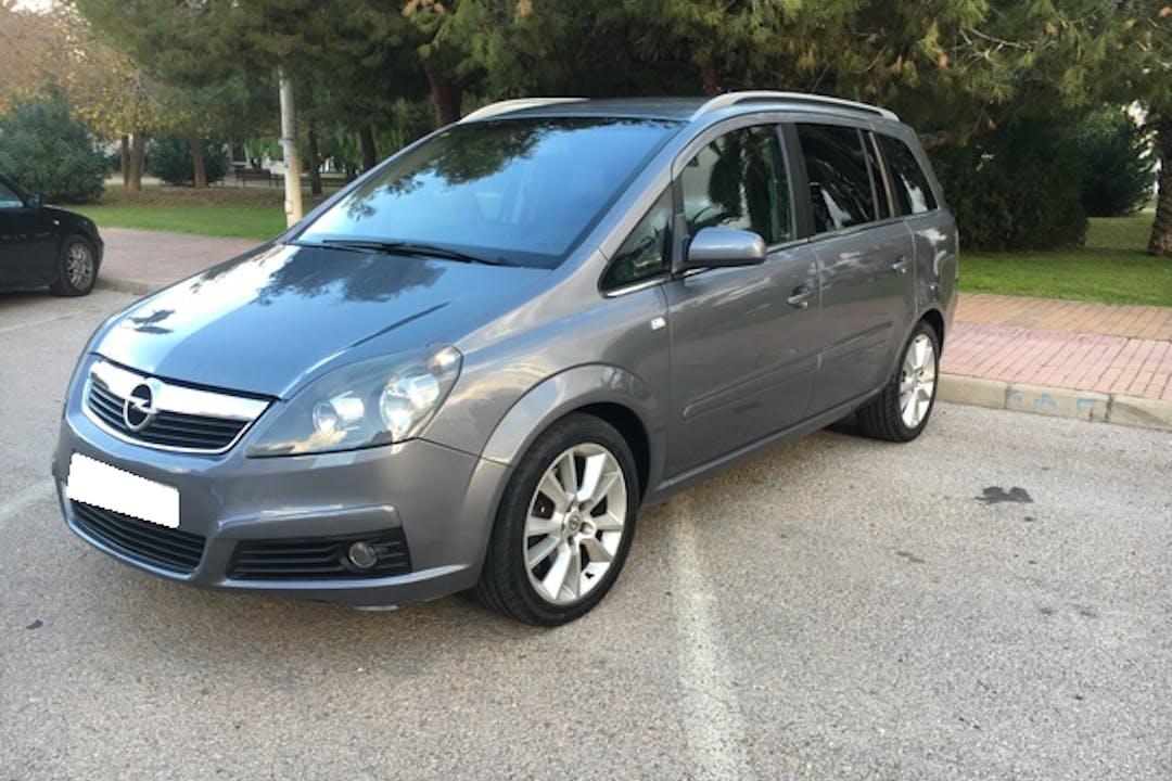 Alquiler barato de Opel Zafira con equipamiento GPS cerca de 46018 València.