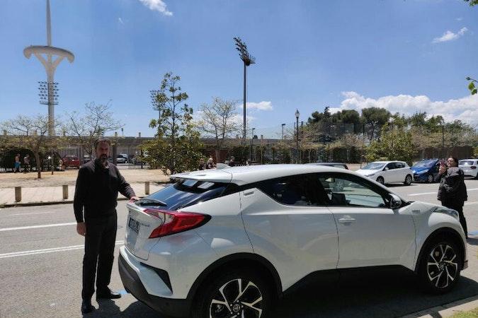 Alquiler barato de Toyota C-Hr 125H Advance con equipamiento Aire acondicionado cerca de 08020 Barcelona.