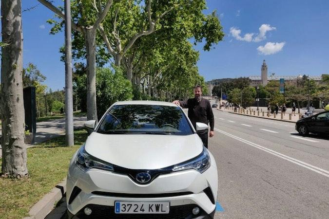 Alquiler barato de Toyota C-Hr 125H Advance con equipamiento AUX/Reproductor MP3 cerca de 08020 Barcelona.