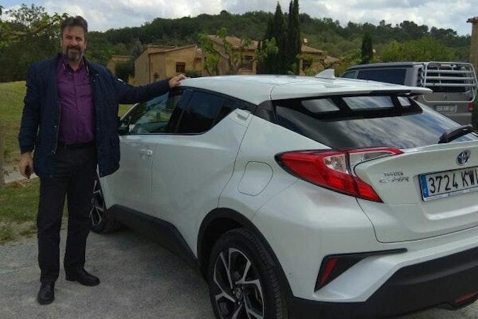 Alquiler barato de Toyota C-Hr 125H Advance con equipamiento Fijaciones Isofix cerca de 08020 Barcelona.