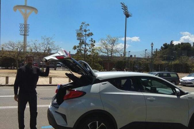 Alquiler barato de Toyota C-Hr 125H Advance con equipamiento Control de velocidad cerca de 08020 Barcelona.