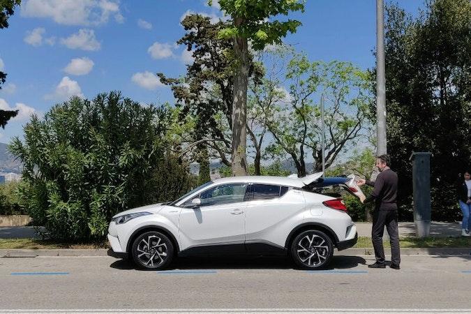 Alquiler barato de Toyota C-Hr 125H Advance con equipamiento Cambio automático cerca de 08020 Barcelona.