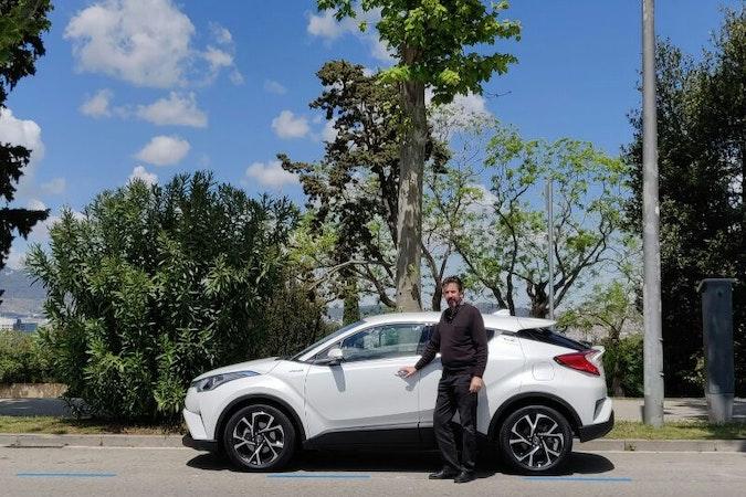 Alquiler barato de Toyota C-Hr 125H Advance con equipamiento Elevalunas eléctricos  cerca de 08020 Barcelona.