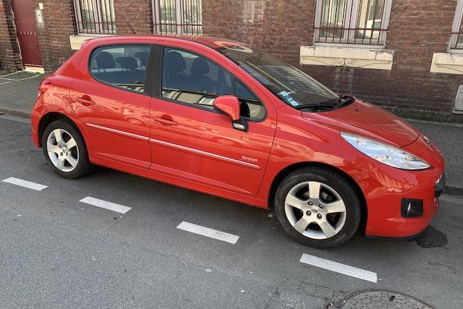 Location économique de voiture de Peugeot 207 avec Entrée AUX/MP3 proche de 59000 Lille.