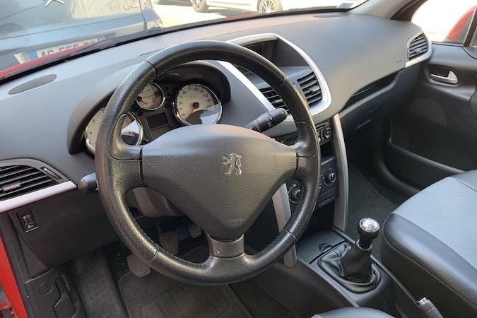 Location économique de voiture de Peugeot 207 avec Fixation Isofix proche de 59000 Lille.