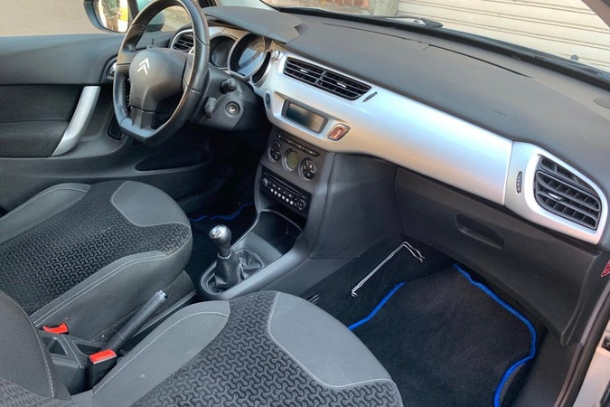 Location économique de voiture de Citroen C3 avec Lecteur de CD proche de 59000 Lille.