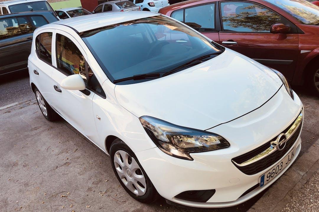 Alquiler barato de Opel Corsa cerca de  Granada.