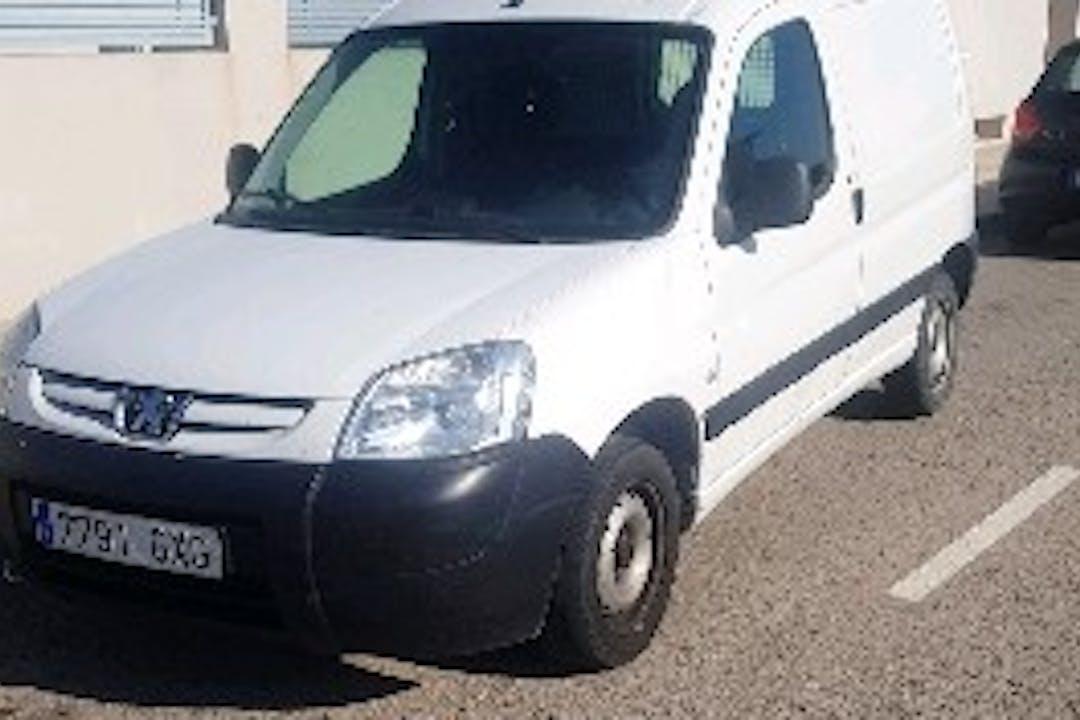 Alquiler barato de Peugeot Partner Origin 1.6 Hdi con equipamiento Bola de remolque cerca de 46015 València.