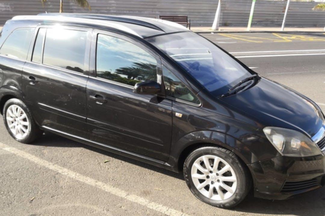 Alquiler barato de Opel Zafira 1.9 Cdti 100 Enjoy cerca de 07703 Maó.