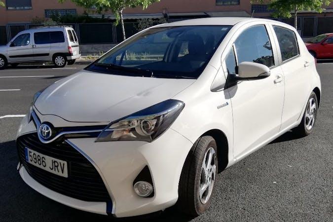 Alquiler barato de Toyota Yaris Active 1.5 Hsd con equipamiento GPS cerca de 28034 Madrid.