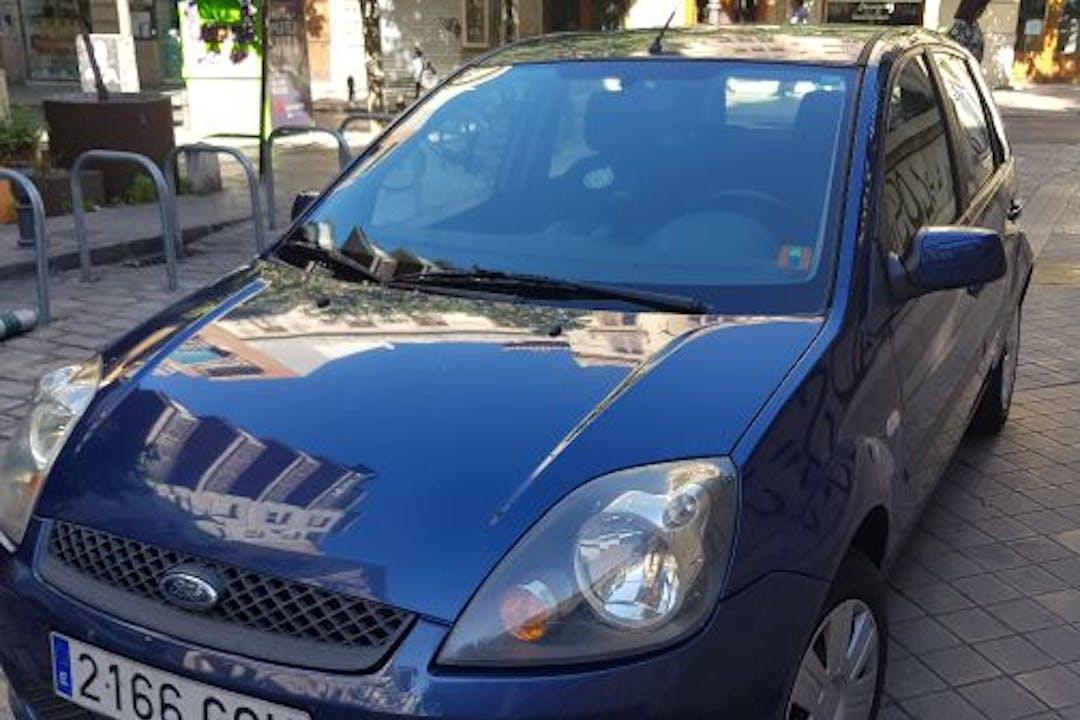 Alquiler barato de Ford Fiesta 1.4 Tdci Ambiente cerca de  Granada.