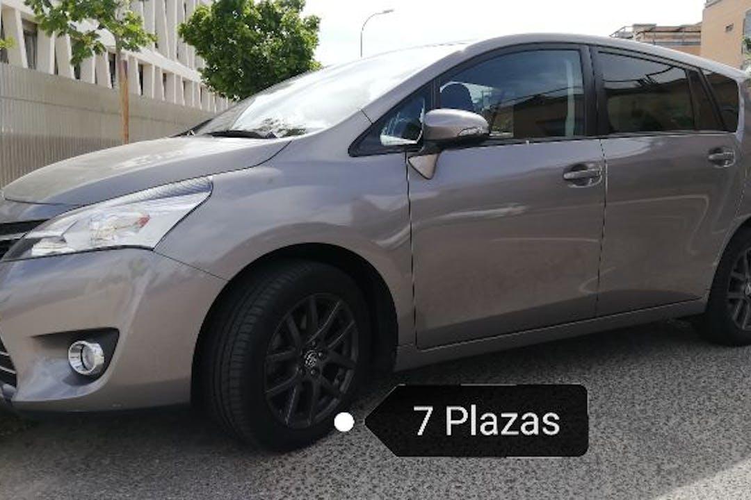Alquiler barato de Toyota Verso Active 1.6 7pz cerca de 28017 Madrid.