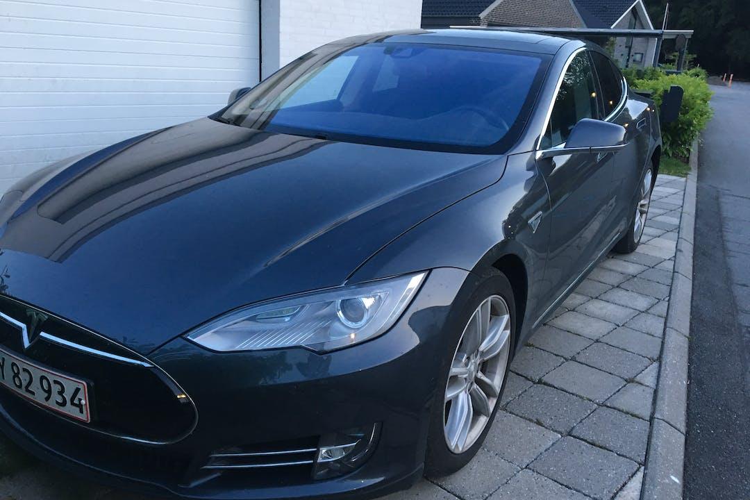 Billig billeje af Tesla Model S, 90D med GPS nær 3450 Lillerød.
