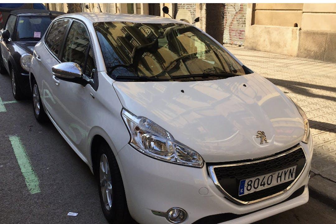 Alquiler barato de Peugeot 208 Access 1.2vti cerca de  Barcelona.