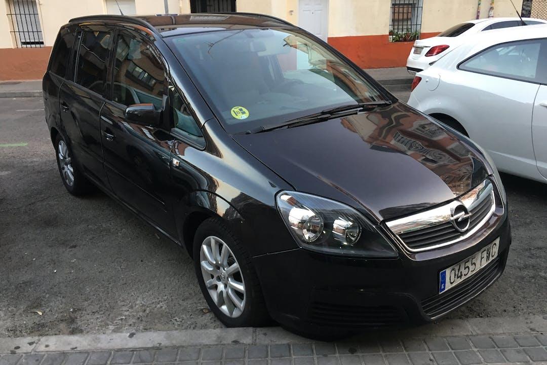 Alquiler barato de Opel Zafira con equipamiento Bluetooth cerca de 28029 Madrid.