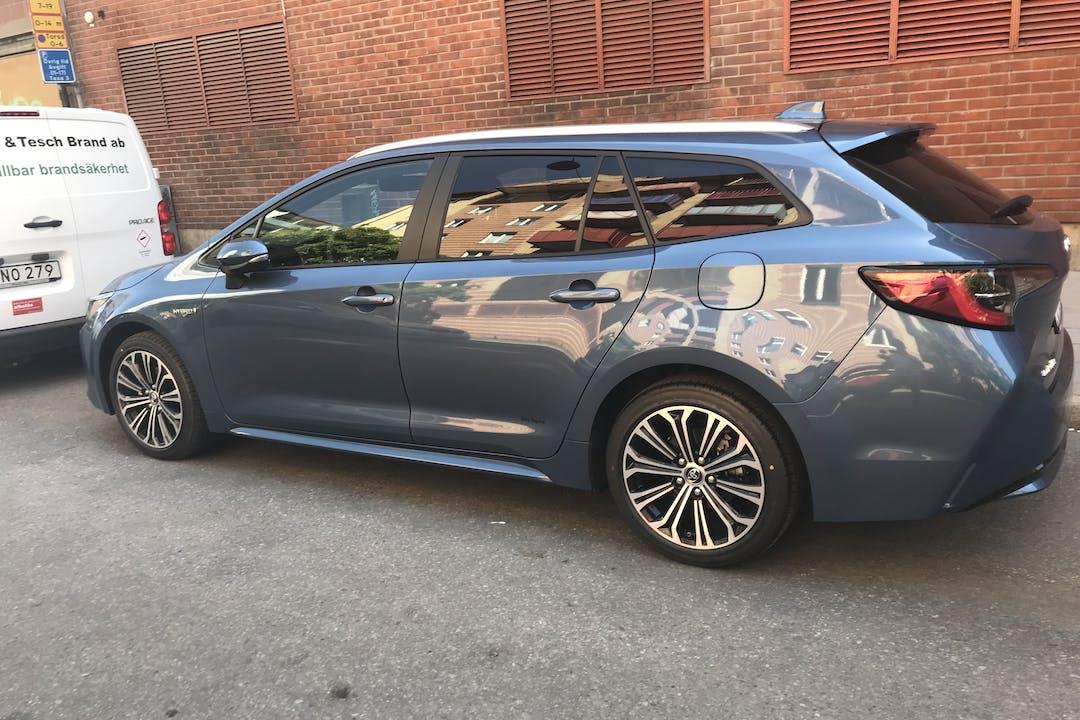 Billig biluthyrning av Nya Toyota Corolla Hybrid med Aircondition i närheten av 124 54 Enskede-Årsta-Vantör.