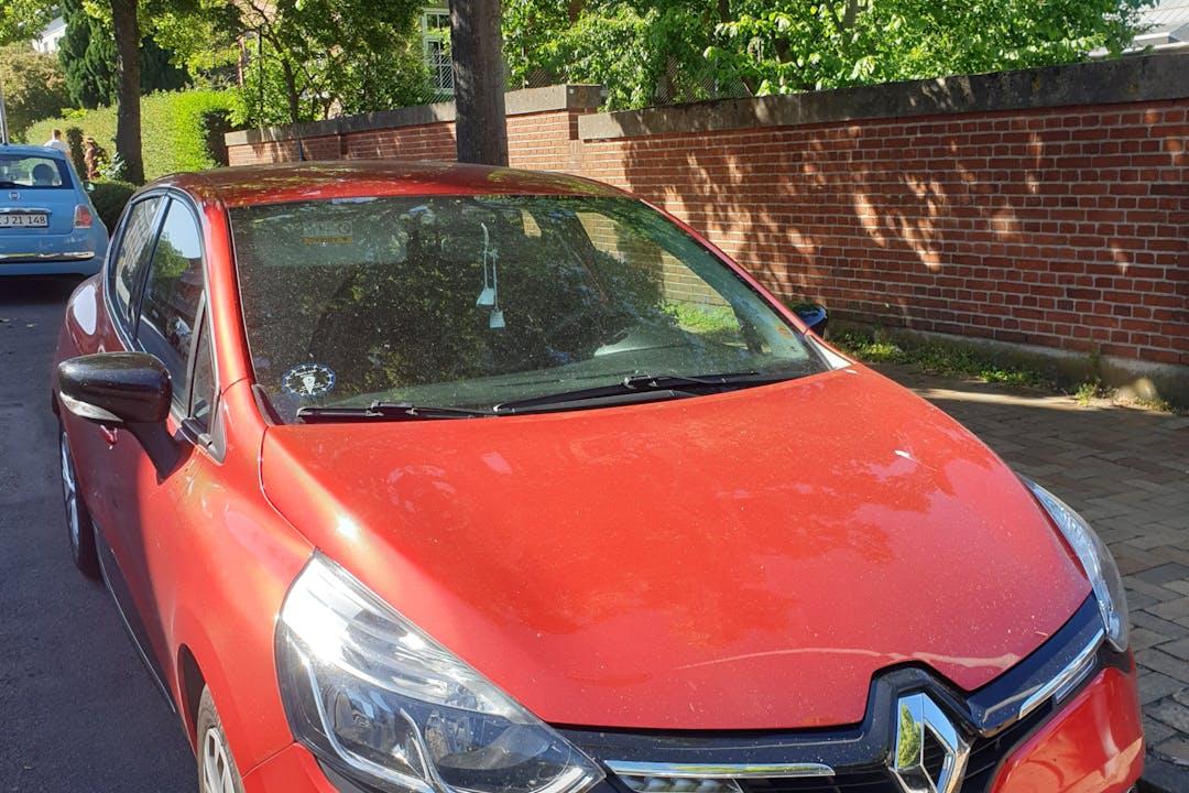 Billig billeje af Renault Clio IV med GPS nær 5000 Odense.