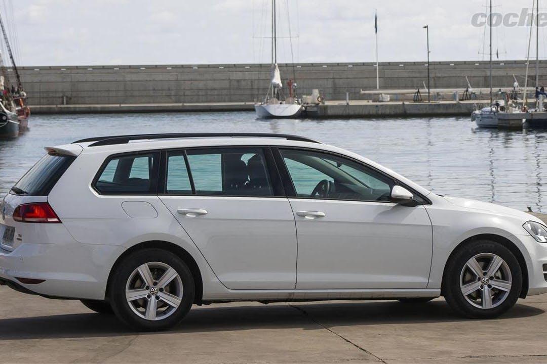 Alquiler barato de Volkswagen Golf 1.6 Tdi 105 Bluemotion con equipamiento Bluetooth cerca de 08840 Viladecans.