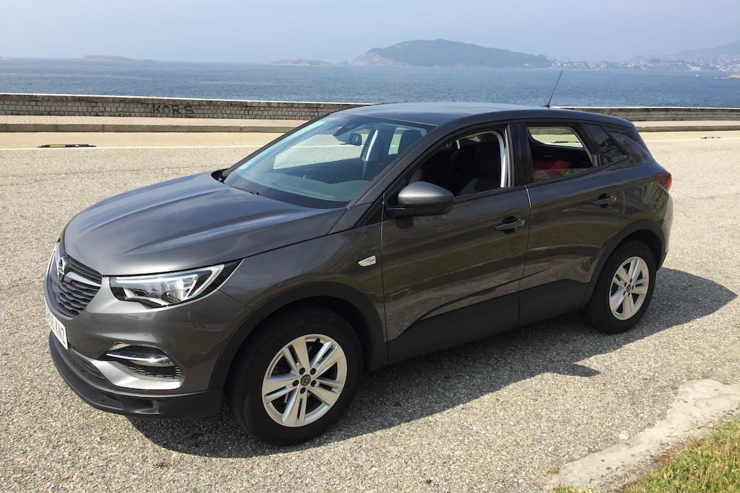 Alquiler barato de Opel Grandland X 1.6cdti 120 S&S Selective cerca de 36300 Bayona.