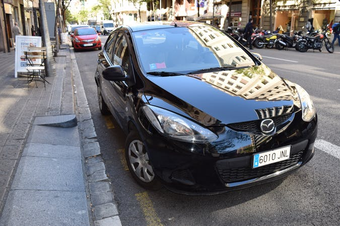 Alquiler barato de Mazda Mazda2 Active 1.3 75 cerca de 08003 Barcelona.