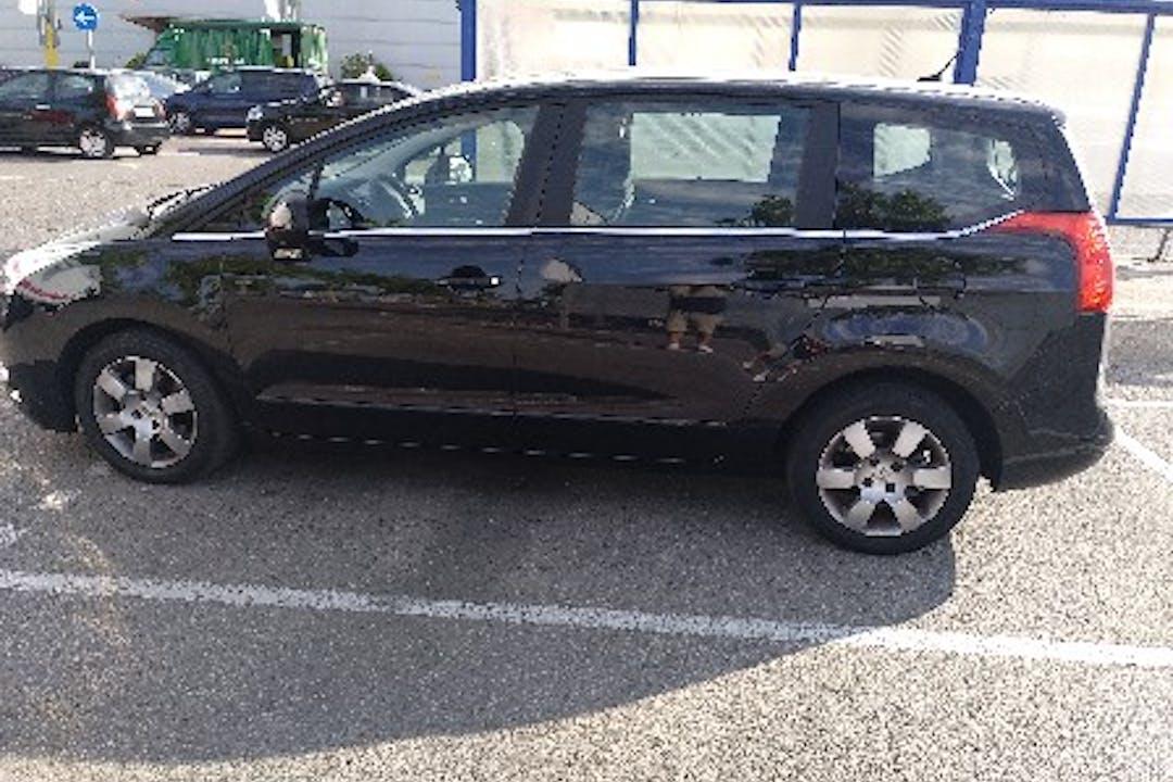 Alquiler barato de Peugeot 5008 Access 1.6 Hdi 110 cerca de 28500 Arganda del Rey.
