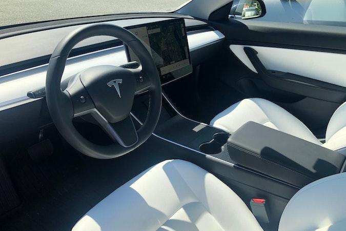 Billig leie av Tesla Model 3 i nærheten av 1369 .
