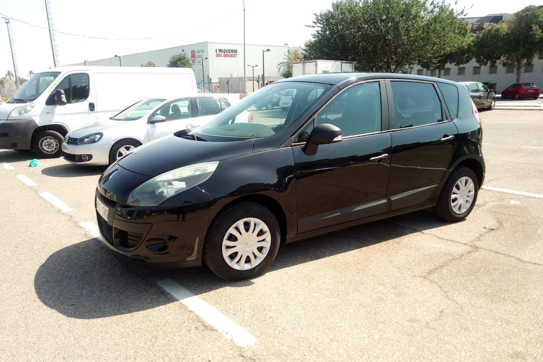 Alquiler barato de Renault Scenic cerca de 46013 València.