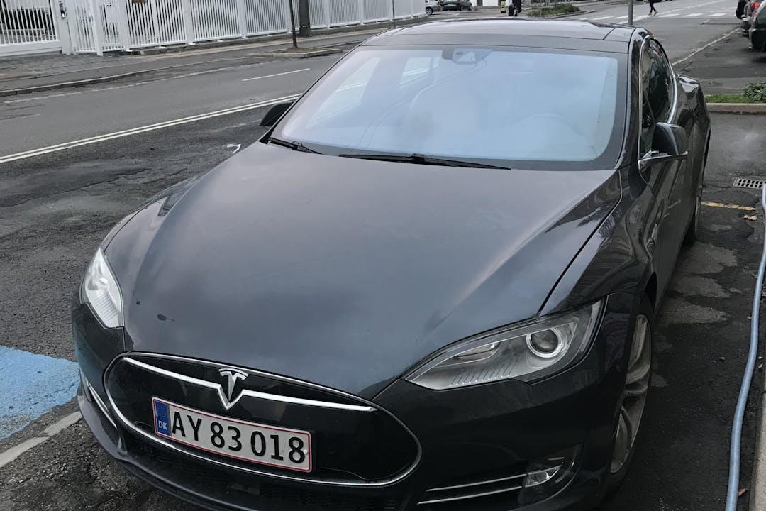 Billig billeje af Tesla Model S 85D med GPS nær 2100 København.
