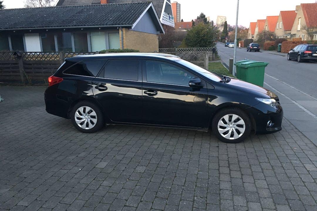 Billig billeje af Toyota Auris St.car 2.0D med GPS nær 8210 Aarhus.