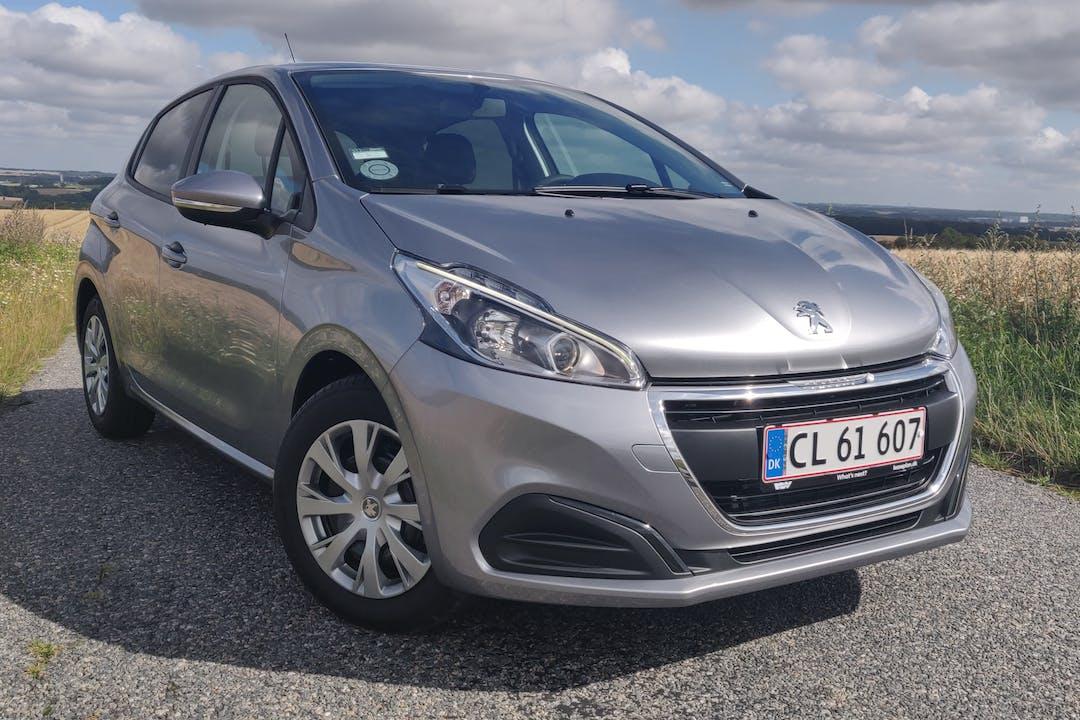 Billig billeje af Peugeot 208 med Isofix beslag nær 8260 Viby.